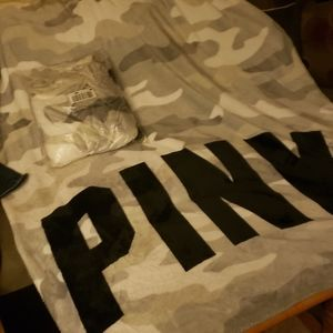BNIP PINK Super soft throw blanket